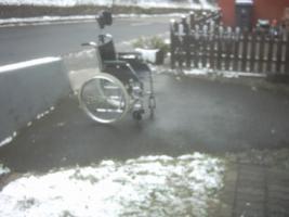 Foto 3 Rollstuhl mit oder ohne Kopfstürze