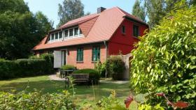 Rügen - Ferienhaus direkt am Bodden, ruhige Lage, aktuell frei !