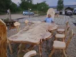 Rustikale Tische, Stühle, Bänke aus Massivholz, einzigartige ...