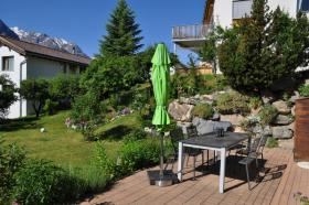 Grosser, komplett möblierter Gartensitzplatz