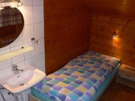 Einbett Zimmer mit Lavabo