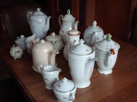 Foto 2 Sammeltassen u. Kaffeekannen u. Christbaumschmuck
