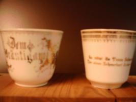 Sammler !2 alte  Porzellantassen in Weiß