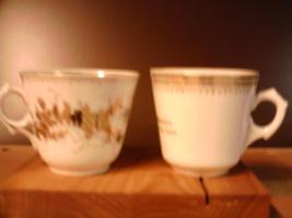 Foto 3 Sammler !2 alte  Porzellantassen in Weiß