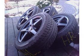 Satz Alufelgen + Reifen Komplettsatz neuwertig schwarz / matt