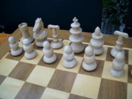 Foto 3 Schachfiguren aus Rio Palisander und Buche handgeschnitzt und gedrechselt