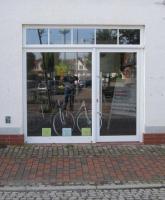 Schaufenster mit Tür