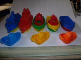 Foto 2 Schiffe  Spielzeug schiff  für die Badewanne 8 Stück