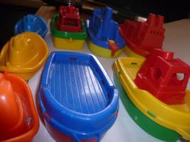 Foto 4 Schiffe  Spielzeug schiff  für die Badewanne 8 Stück