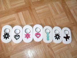Foto 2 SchlüsselanhängerTroika Schlüsselanhänger Karim Rashid neu noch nie in Gebrauch abzugeben. Messing, verchromt, glänzend, mehrfarbig  es sind 57 Schlüsselanhänger , alternativ habe ich auch Schlüsselanhänger als 9 Stck Flaschenöffner und 12Stck Schlüsselan