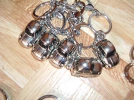 Foto 12 SchlüsselanhängerTroika Schlüsselanhänger Karim Rashid neu noch nie in Gebrauch abzugeben. Messing, verchromt, glänzend, mehrfarbig  es sind 57 Schlüsselanhänger , alternativ habe ich auch Schlüsselanhänger als 9 Stck Flaschenöffner und 12Stck Schlüsselan