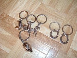 Foto 13 SchlüsselanhängerTroika Schlüsselanhänger Karim Rashid neu noch nie in Gebrauch abzugeben. Messing, verchromt, glänzend, mehrfarbig  es sind 57 Schlüsselanhänger , alternativ habe ich auch Schlüsselanhänger als 9 Stck Flaschenöffner und 12Stck Schlüsselan
