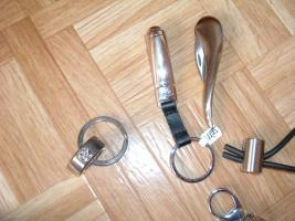 Foto 15 SchlüsselanhängerTroika Schlüsselanhänger Karim Rashid neu noch nie in Gebrauch abzugeben. Messing, verchromt, glänzend, mehrfarbig  es sind 57 Schlüsselanhänger , alternativ habe ich auch Schlüsselanhänger als 9 Stck Flaschenöffner und 12Stck Schlüsselan