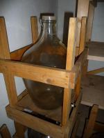 Foto 2 Schnapskolben Glas im Holzgestell 25 liter (auch als Gärkolben od. Deko)