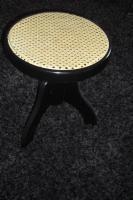Foto 2 Schöner KLAVIERHOCKER, schwarz hochglanz mit Pedigrohrsitzfläche, wenig gebraucht, keine Gebrauchsspuren.