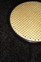 Foto 3 Schöner KLAVIERHOCKER, schwarz hochglanz mit Pedigrohrsitzfläche, wenig gebraucht, keine Gebrauchsspuren.