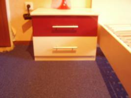 Foto 2 Schönes Doppelbett mit 2 Nachttische