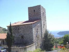 Schoenes Turmhaus aus Naturstein in der Mani/Griechenland