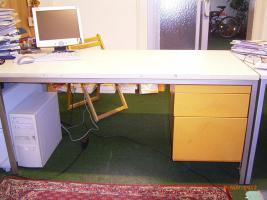 Schreibtisch drei