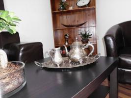 Sehr altes ovales Tablett mit Teekanne & Sahnekännchen