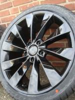Set 18 ''Black Volkswagen Scirocco Golf5 6 Audi A3 A4ET45  Farbe: Hyper Silber Durchmesser: 18 Zoll Legen Sie Größe: 5x112 Breite: 8J Offset: 45 Nabenbohrung: 66,1 Preis Enthält Links: € 899, - (Reifengröße: 225-40-18) Solange die Anzeige immer noch leuch