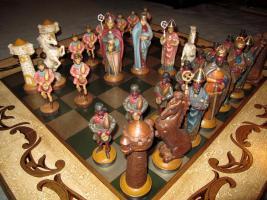 Spanisches lux. Schachbrett 1x1m. mit Holzfiguren 16bis23cm. handbemalt