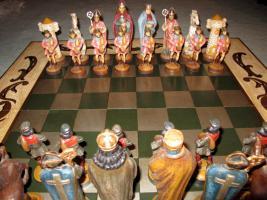 Foto 2 Spanisches lux. Schachbrett 1x1m. mit Holzfiguren 16bis23cm. handbemalt