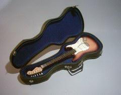 Foto 2 Spezial Miniaturgitarre Köcher + Standard