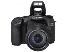 Spiegelreflexkamera von Canon EOS 7D + EF-S 18-135 IS