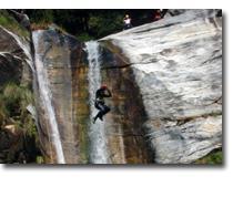 Foto 2 Sportliche Canyoning Tour im Schweizer Tessin mit dem Hubschrauber