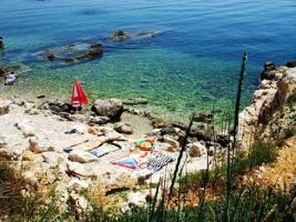 Romatische Bucht bei Sv. Marina