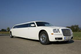 Foto 10 Stretchlimousine mieten Limousinenservice Chauffeurservice Hochzeitsauto