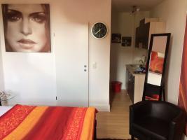 Foto 4 Stundenhotel-Stundenzimmer-Tageszimmer-Seitensprungzimmer-Erotikzimmer-Liebesnest-Liebeszimmer-Terminwohnung-Stundenapartment