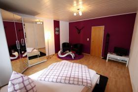 Foto 8 Stundenhotel-Stundenzimmer-Tageszimmer-Seitensprungzimmer-Erotikzimmer-Liebesnest-Liebeszimmer-Terminwohnung-Stundenapartment