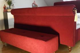 Foto 4 Tolles Ehe-Doppel- Bett 2 x 80 cm x 200 cm weinroter Stoff mit Fußbank wie NEU