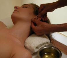 Foto 3 Traditionelle Ayurveda Massage Ausbildung >  Therapie & Wellness : NRW