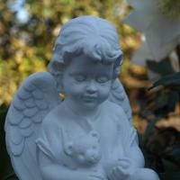 Trauer und Dekoration, Schutzengel mit Teddybär, Kindergrab Figur