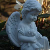 Foto 5 Trauer und Dekoration, Schutzengel mit Teddybär, Kindergrab Figur