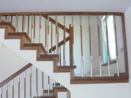 Treppe aus Polen vom Tischler Treppen Massivholz Hersteller Holz