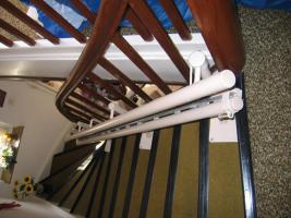 Foto 2 Treppenlift von Lifta mit Linkskurve
