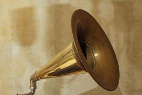 Foto 2 Trichtergrammophon aus ca. 1920