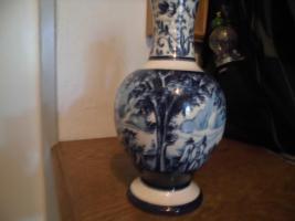 Foto 4 Ulmer-Keramikkanne;blau dekoriert, man kann vier Personen sehen;heil, nur der Deckel ist ein Problem