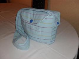 Umhängetasche in hellblau ( handgefertigt )