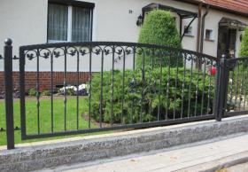 Umzäunungen Tore Zaune Netz Gitter und Geländer aus Polen