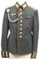 Uniformen/Kopfbedeckung/Dienstgradabzeichen/Auszeichnungen