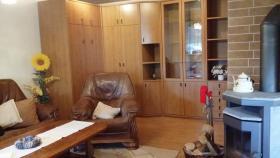 Wohnzimmer Mit Schrankklappbett Für Eine 5