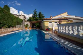 Pool Villa Lijane mit Pool und Garten bis 8 Personen