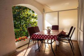 Terrasse Fewo 2 Villa Lijane mit Pool und Garten bis 8 Personen