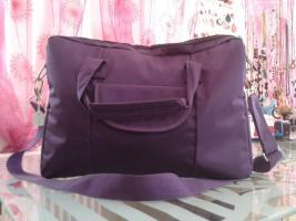 Violette Laptop Tasche, innen Plüsch um 10€.