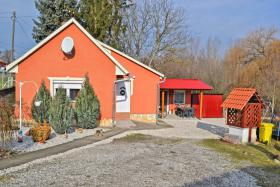 Voll renoviertes Bauernhaus ist 13km vom Südufer des Plattensees in Ungarn zu verkaufen.